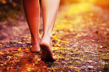 Berjalan Tanpa Alas Kaki